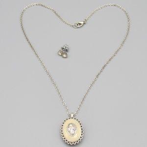 Jewelry - Vintage locket and earrings